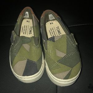 Brand new never worn TOMS size 4c